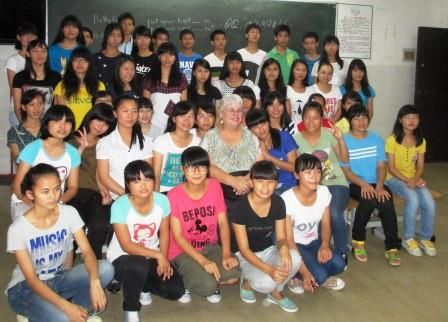 Many Qinzhou No.1 High School students were able to meet with us for a party.