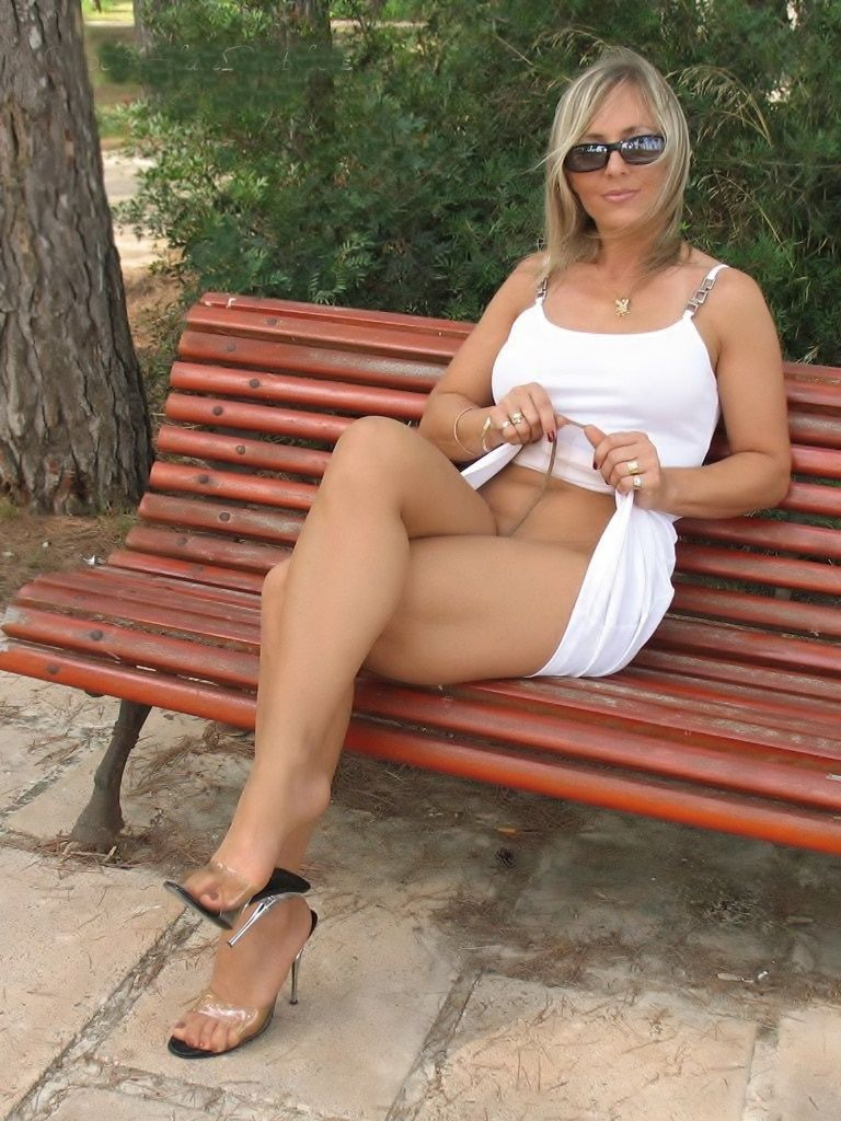 Fuckable mature babe doing upskirt and spreading her sexy legs № 1561631 загрузить