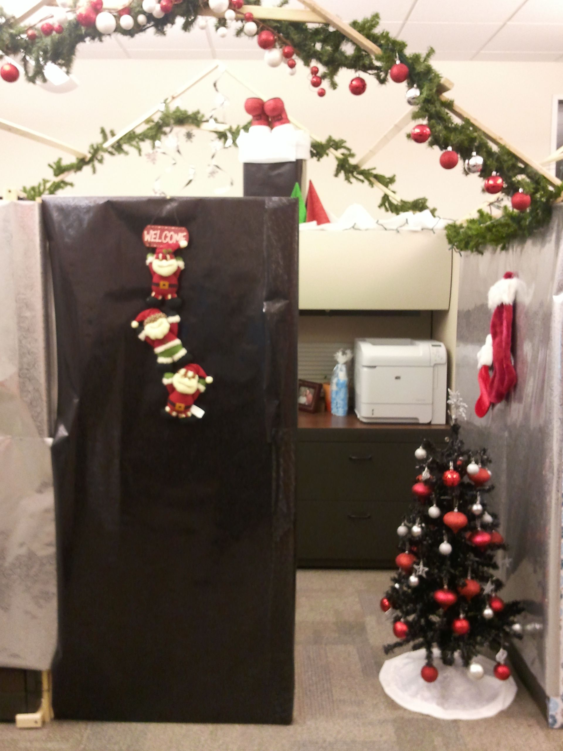 Christmas cube decor cubicle decor pinterest for Cubicle decoration xmas