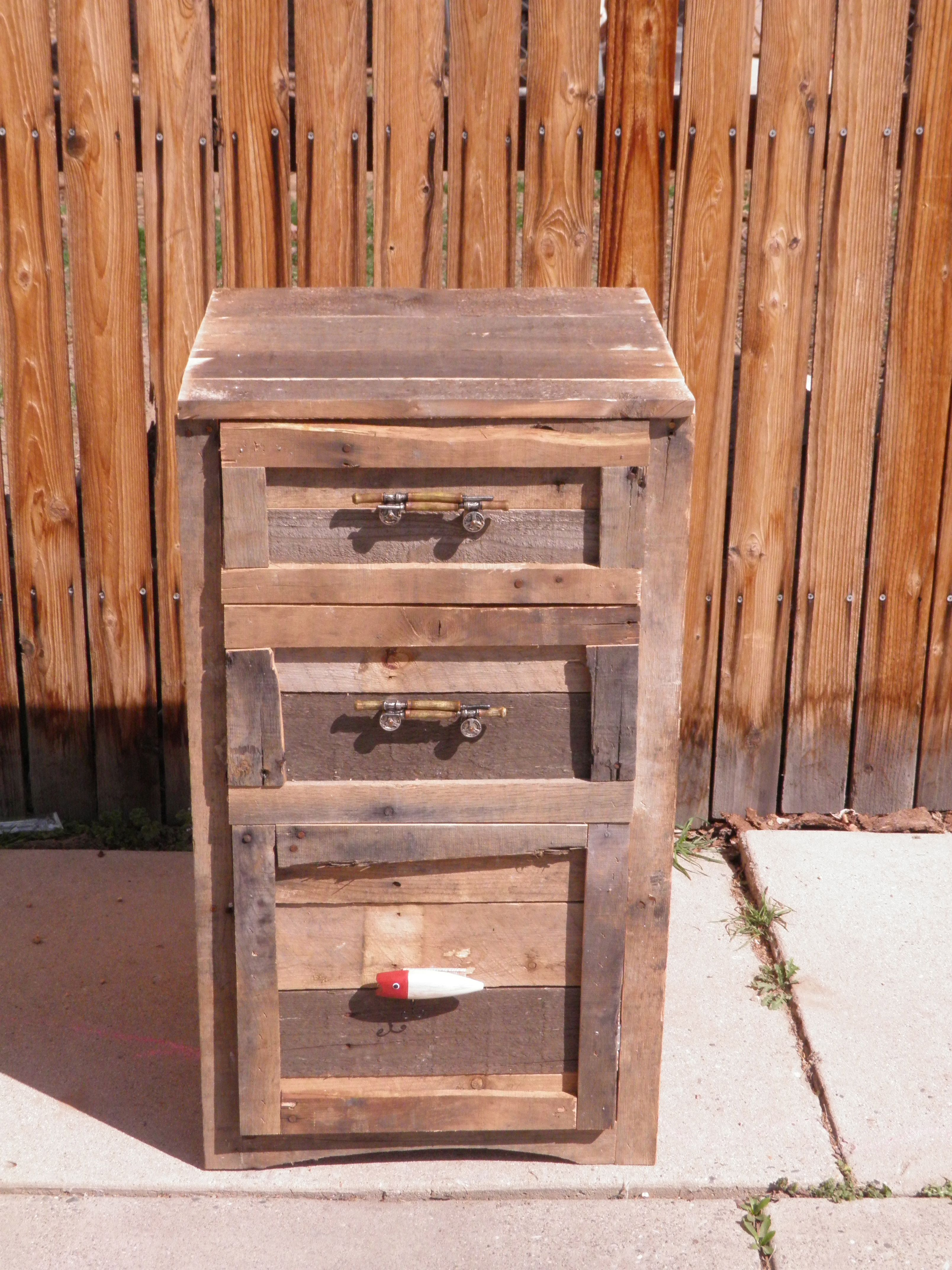First pallet project pallet projects pinterest Pallet ideas