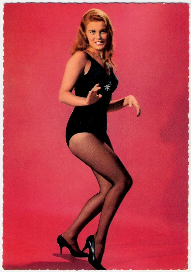 mary tyler moore pantyhose cut into