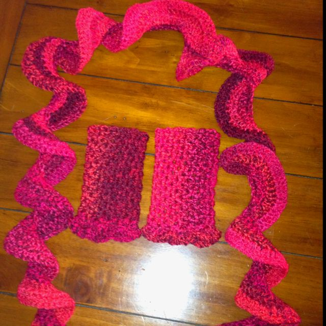Free Crochet Pattern For Potato Chip Scarf : Potato Chip Scarf and fingerless gloves Craft Ideas ...