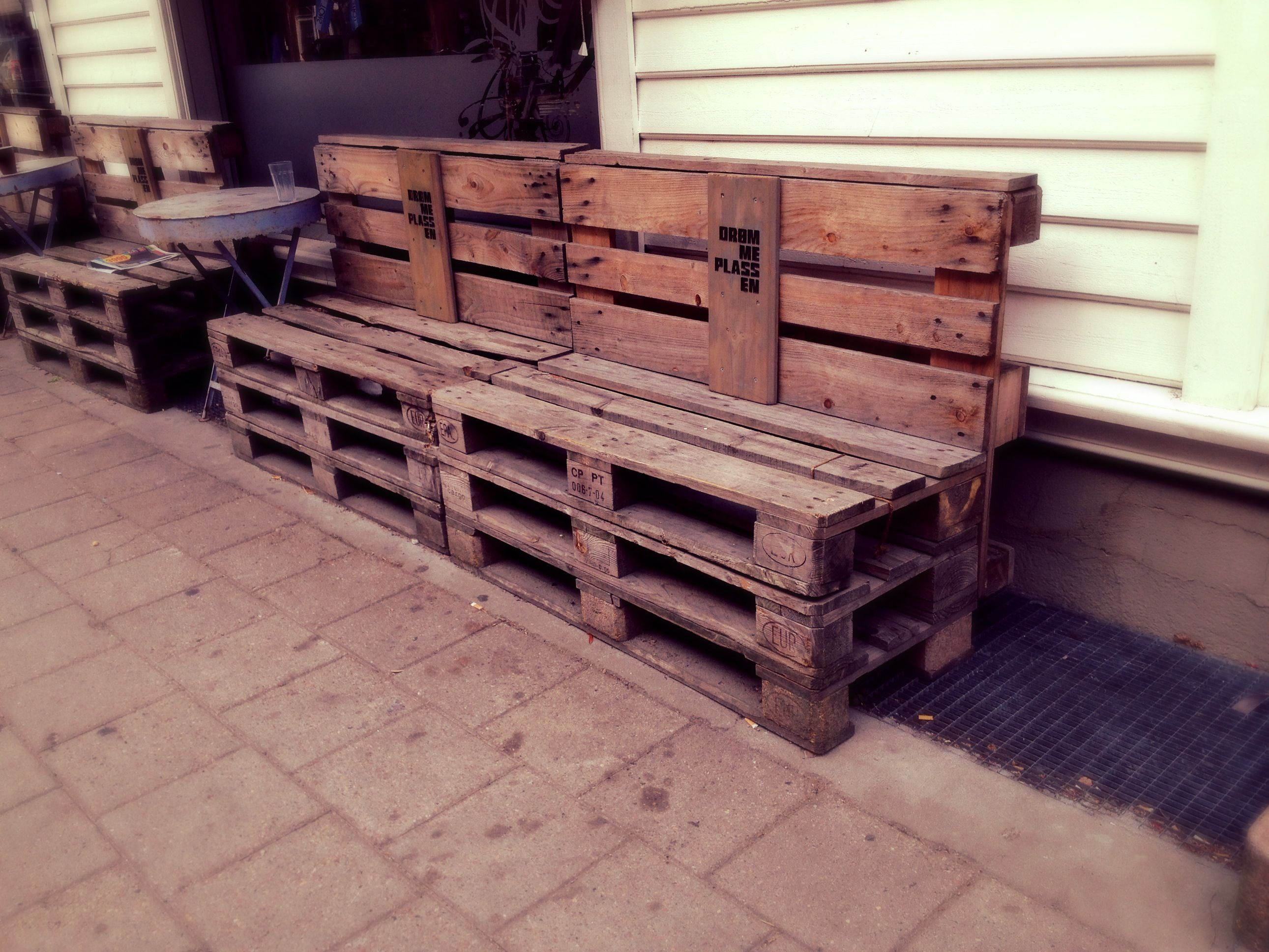 Bench made out of pallets diy bench home barn pinterest for Building a bench from pallets