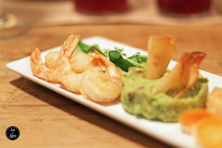 Langostinos crujientes con guacamole en Clarita restaurante Madrid