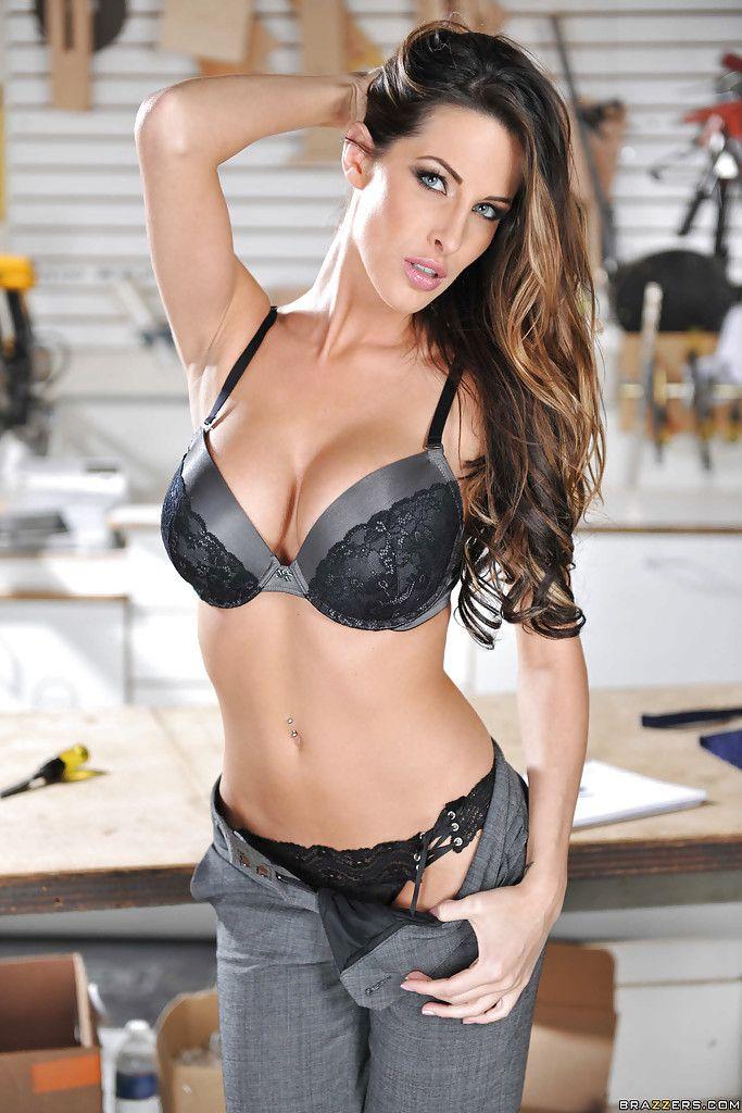 Leggy babe Kortney Kane slipping off her lingerie and posing naked № 1001087 без смс