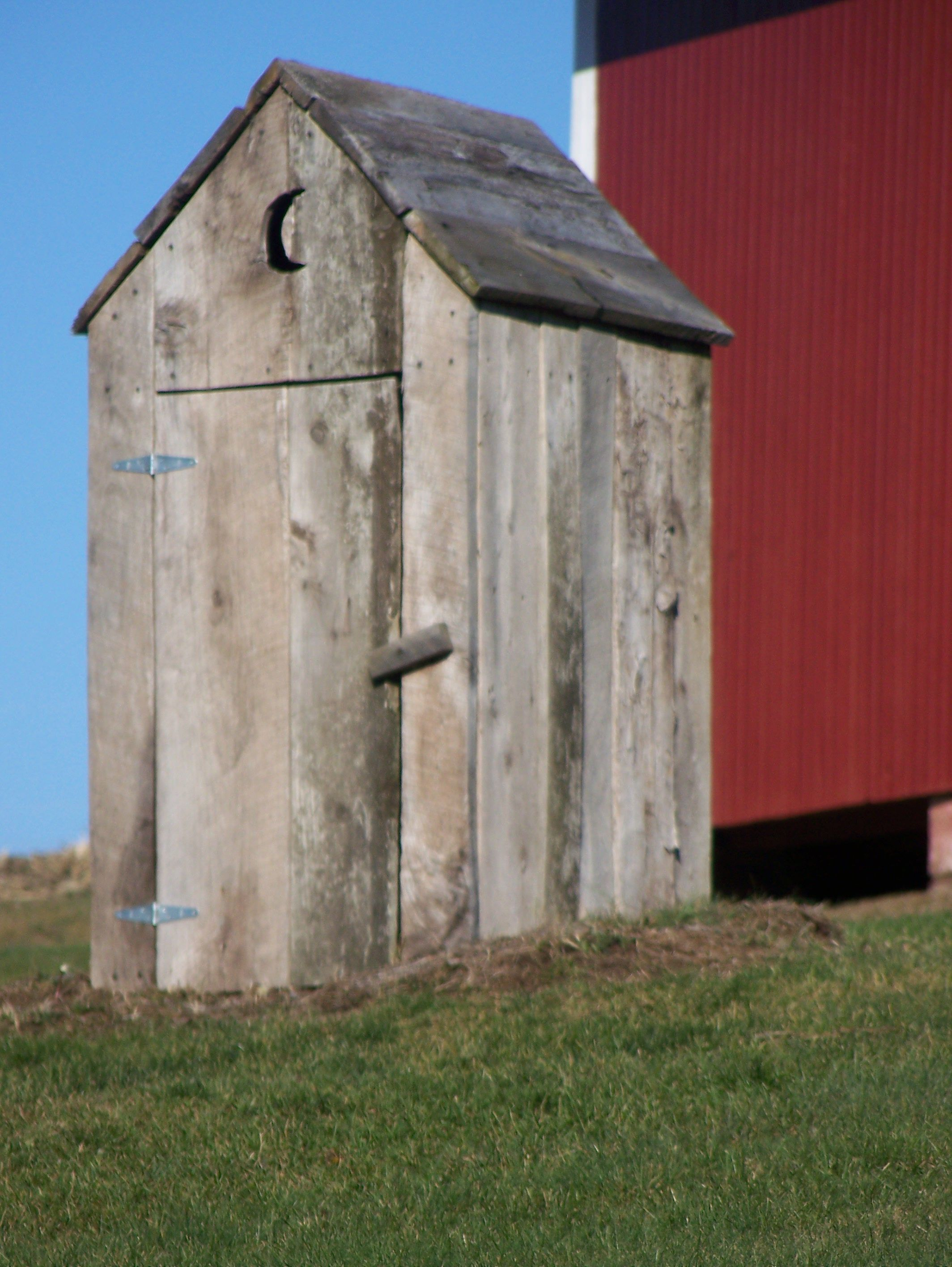 Outhouse outhouses 8 pinterest for Outhouse pictures