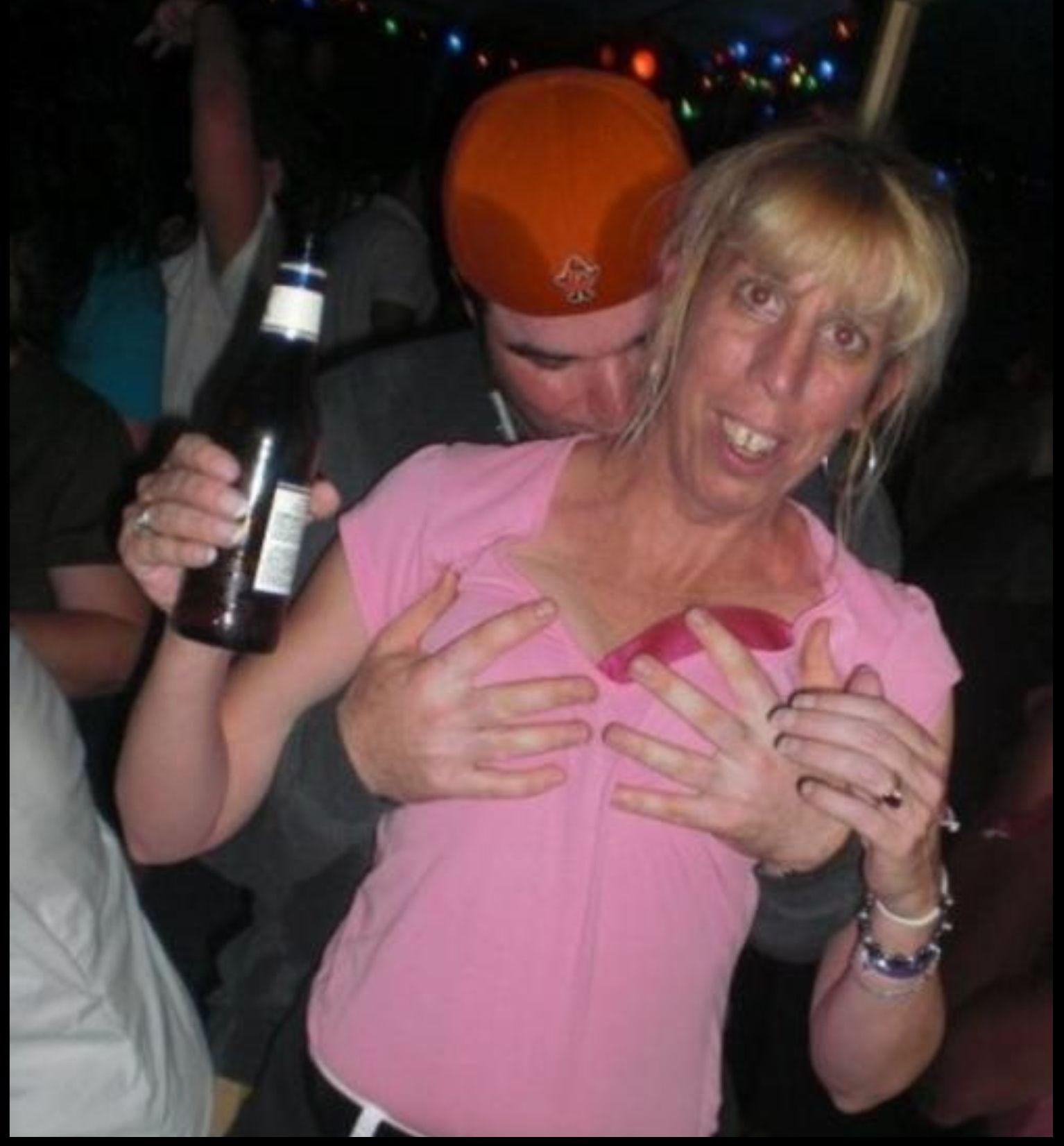 Что творят пьяные женщины в ночных клубах 7 фотография