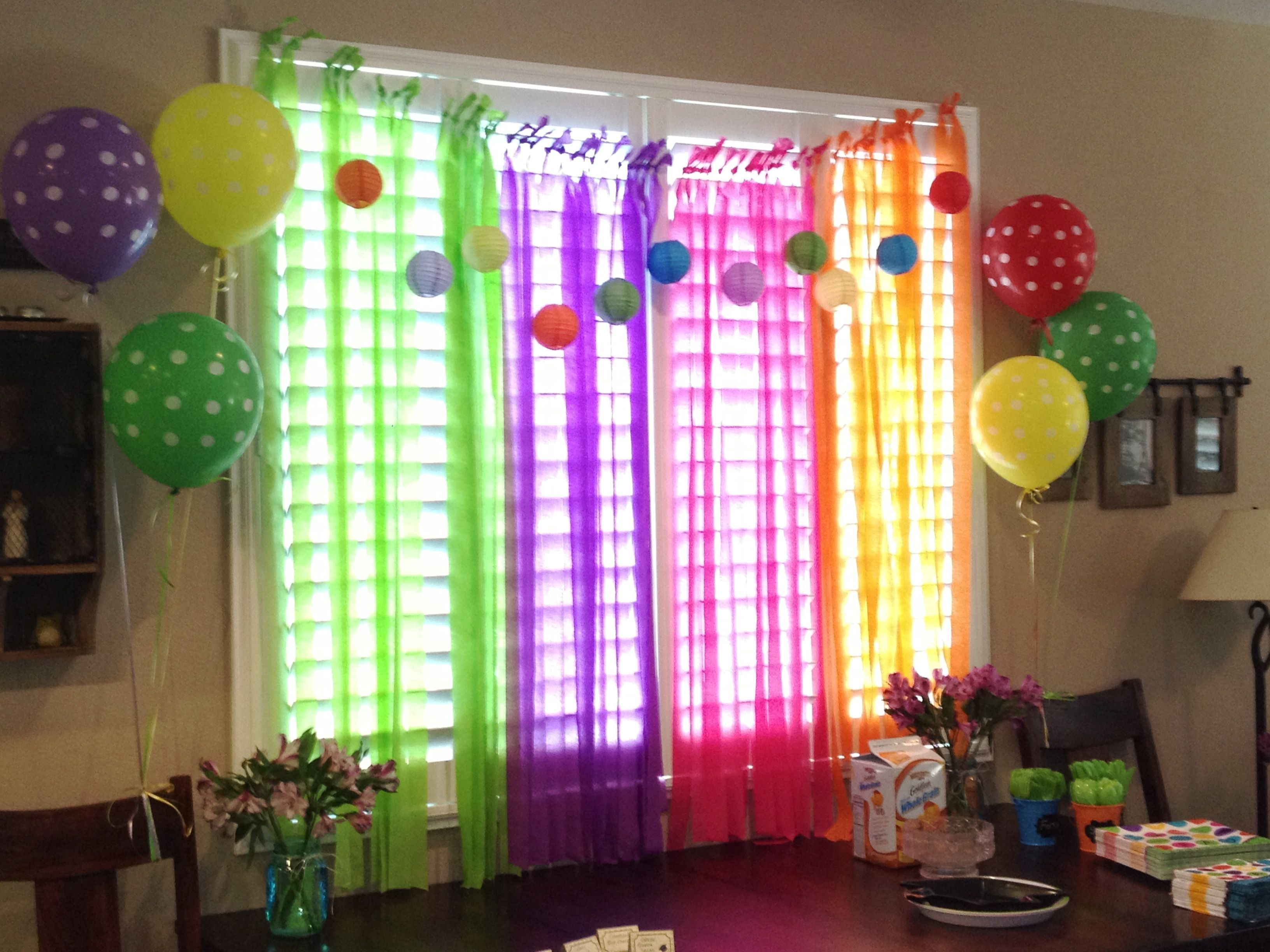 Streamers and balloons party decor birthday parties for Balloon and streamer decoration ideas