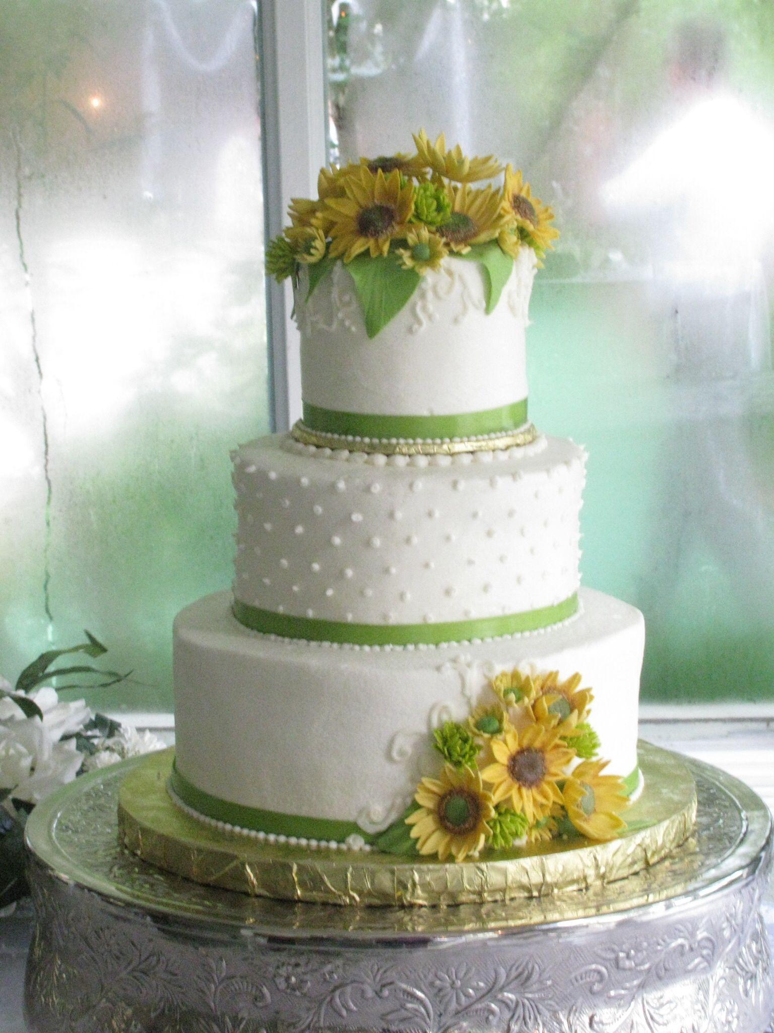 Sunflower wedding cake Creative Wedding Ideas