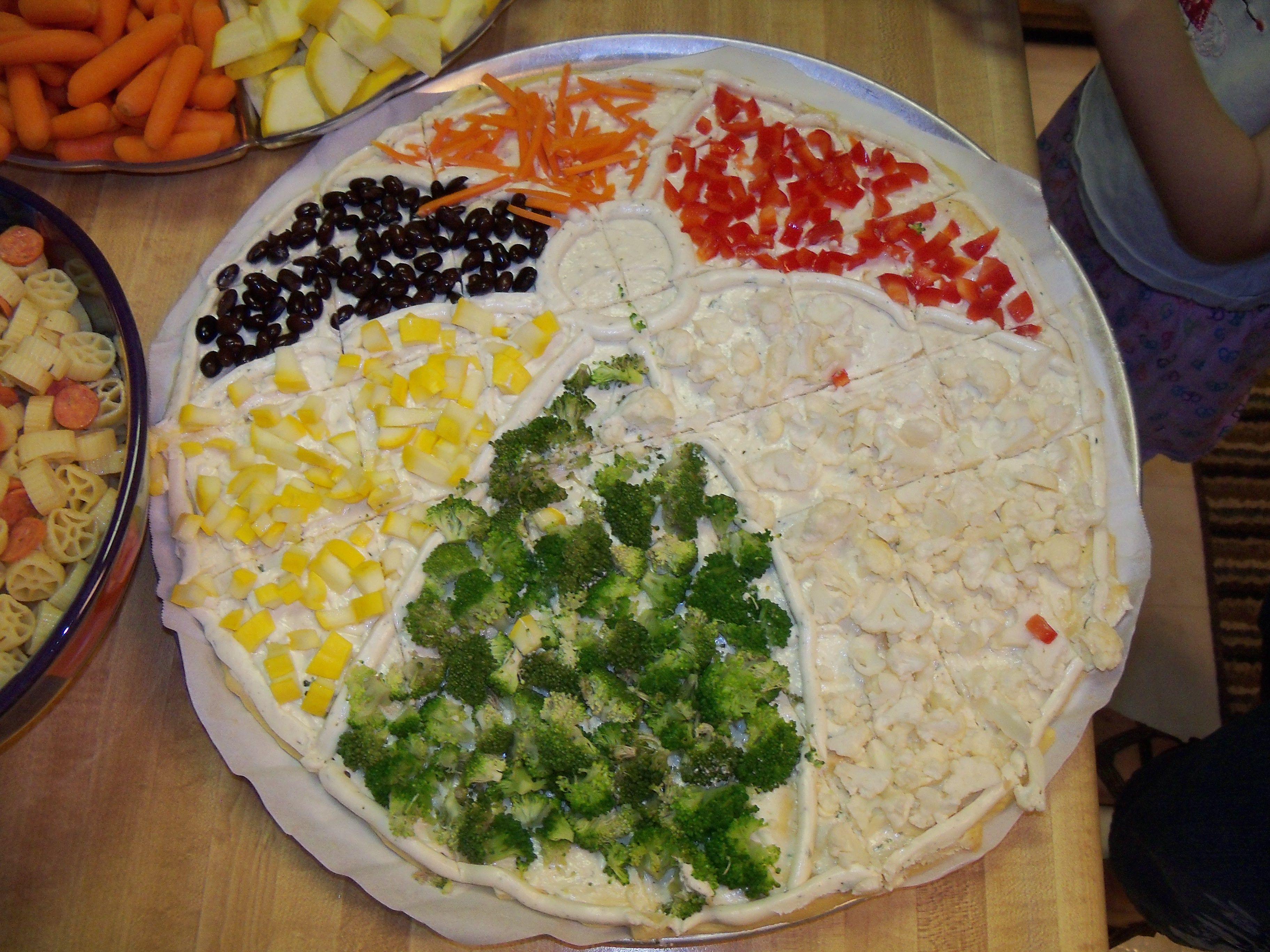 Beach ball veggie pizza | Beach Ball Party | Pinterest