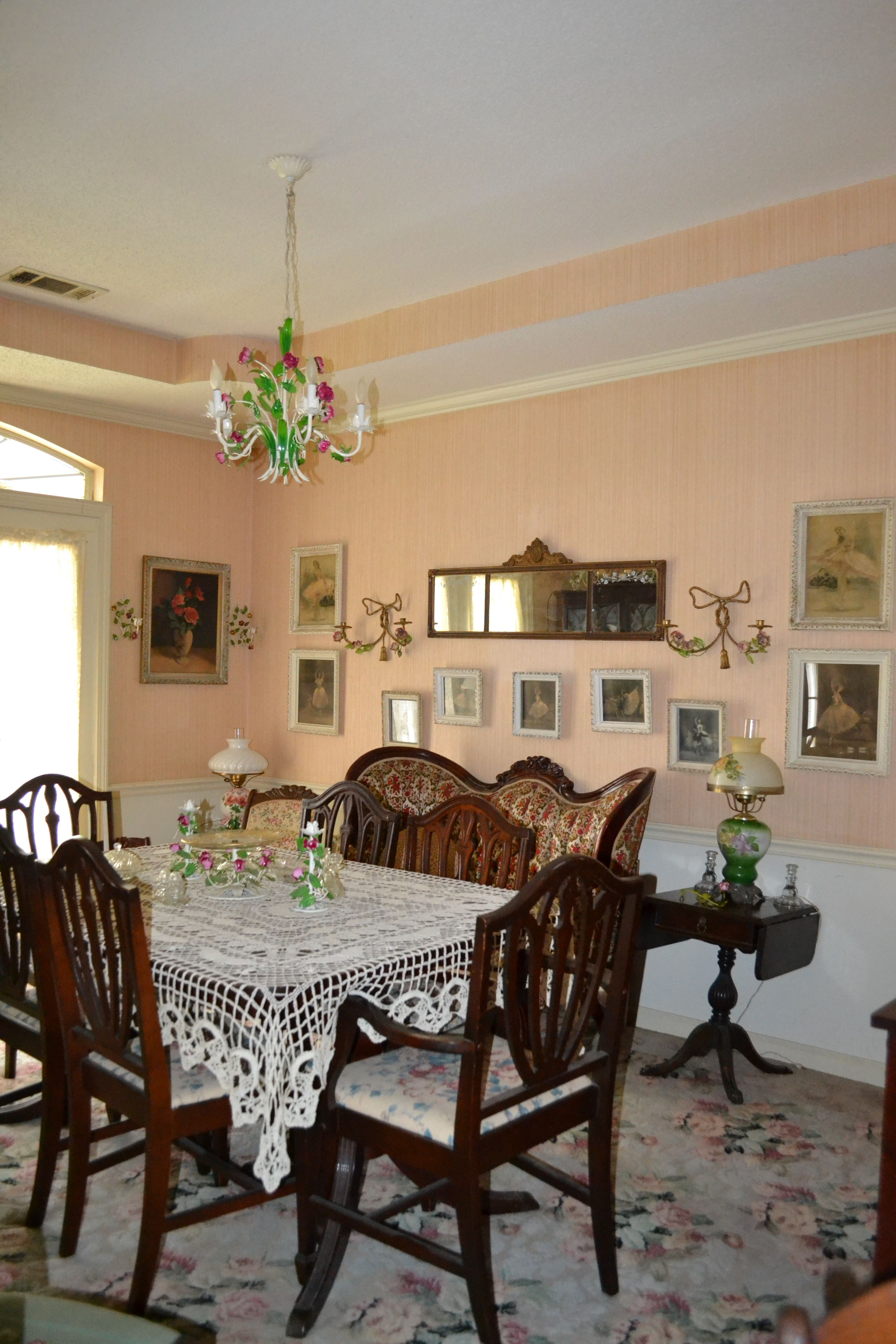 Victorian dining room elegant dining pinterest for Victorian dining room