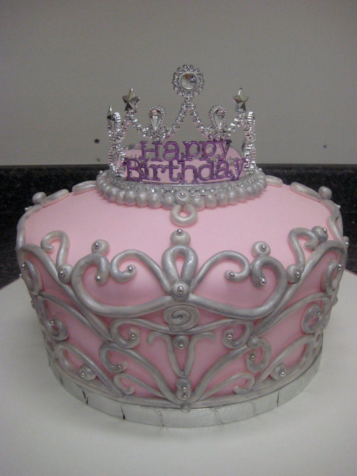 Cake Designs With Crown : crown cake..I love it! Let them eat CAKE! Pinterest