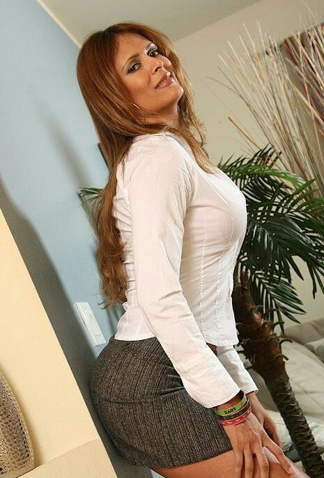 Mature latina Monique Fuentes denudes her comely tits and butt № 595016 загрузить