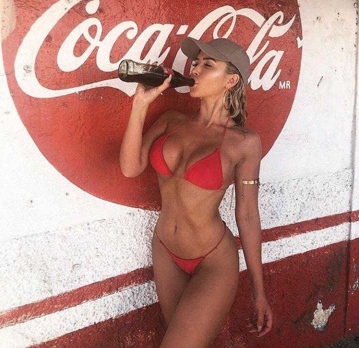 Обнаженная Кока