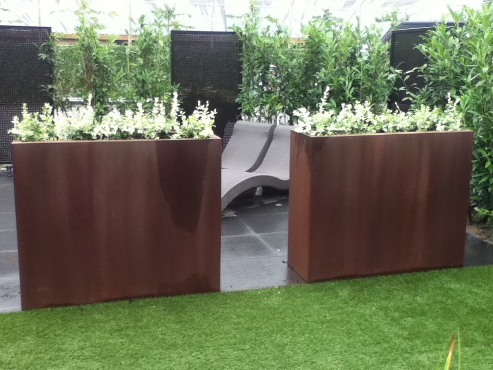 Cotten planter on the deck outdoor corten steel planter for Privacy planters for decks