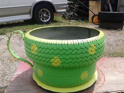 Flower pots tires pinterest for Car tire flower planter