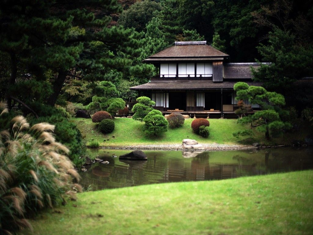 Traditional japanese house and garden beautiful houses for Japanese house garden