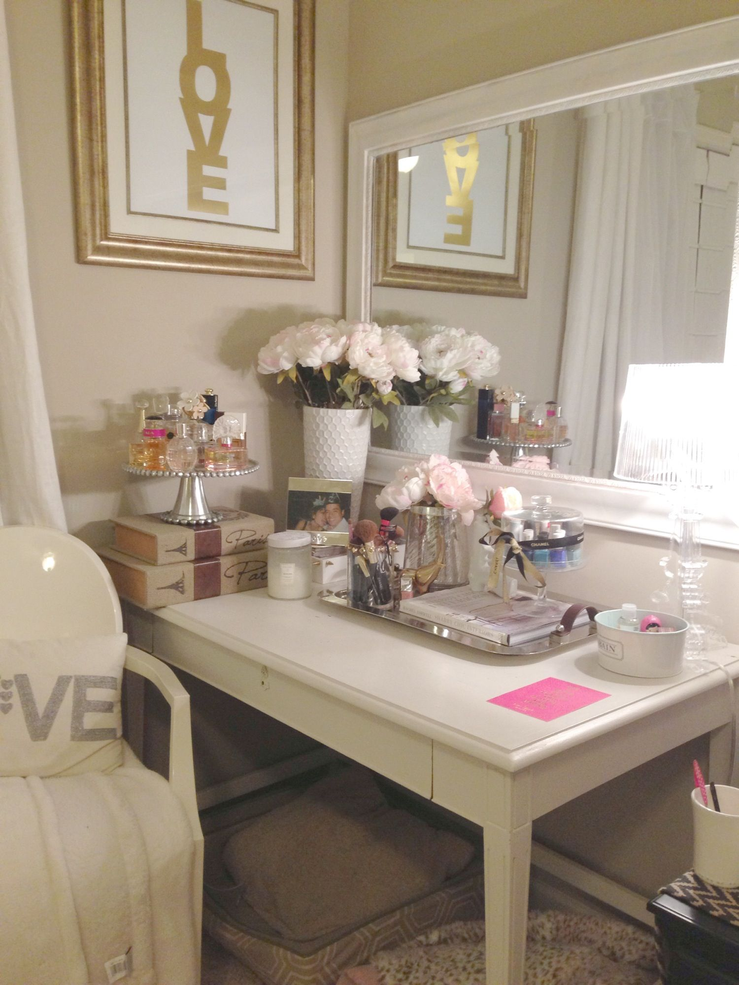 Vanity table home is where the heart is pinterest - Decoracion shabby chic dormitorios ...