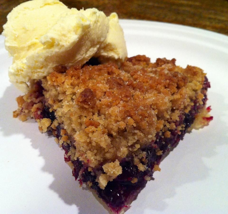 Delicious Blueberry Crumb Pie | Brittnay's Bakery | Pinterest