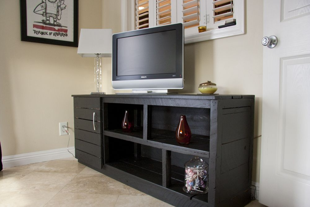 Wood pallet tv stand diy pinterest for How to make tv cabinet