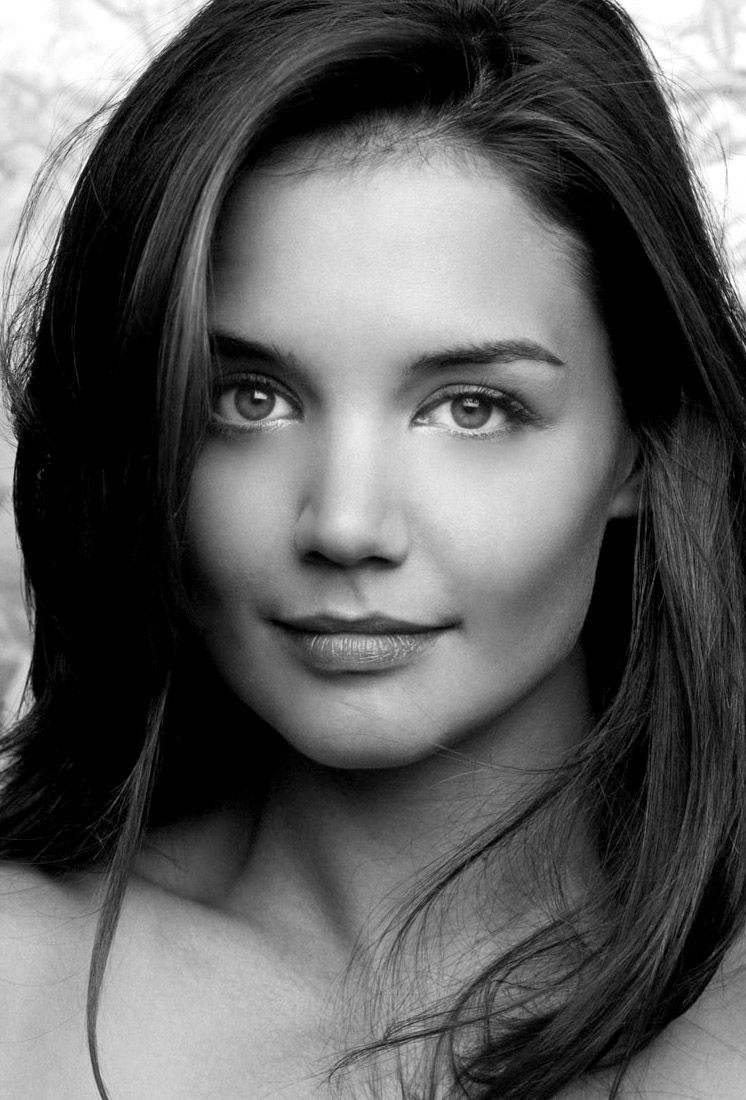 Katie holmes celebrities famous hollywood star black for Black and white pictures of celebrities