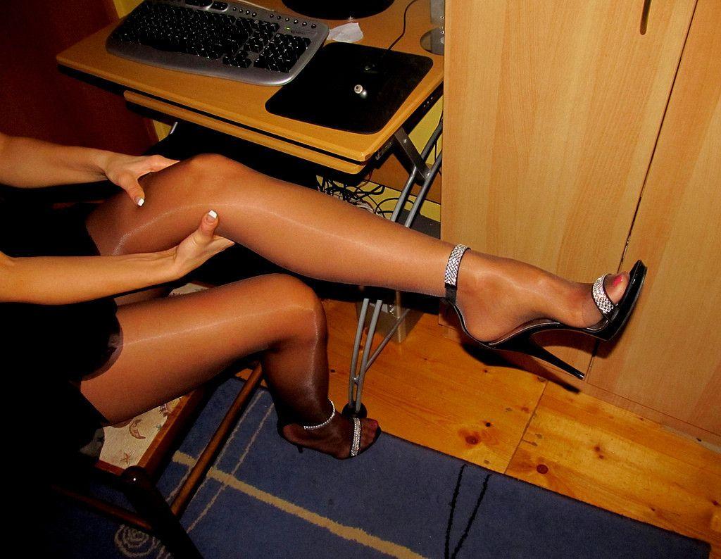 Фото нейлон на ножках 19 фотография