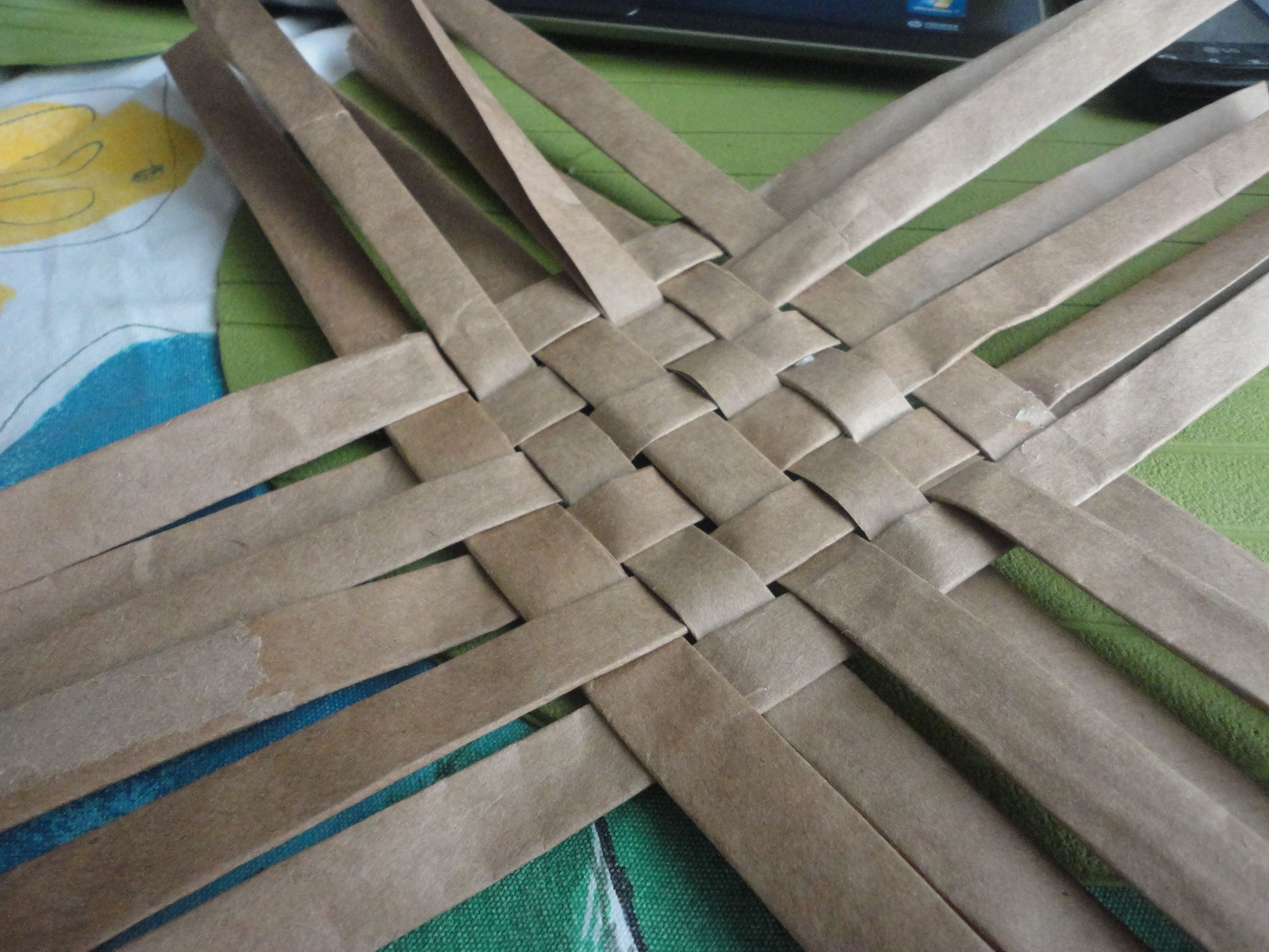 Weaving A Basket Out Of An Old Paper Bag Maureen 39 S Picks