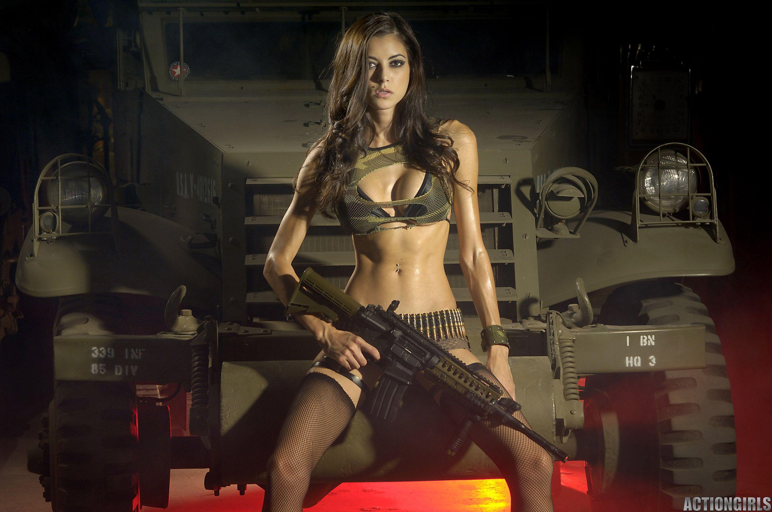 Секси девушки с оружием фото 3 фотография
