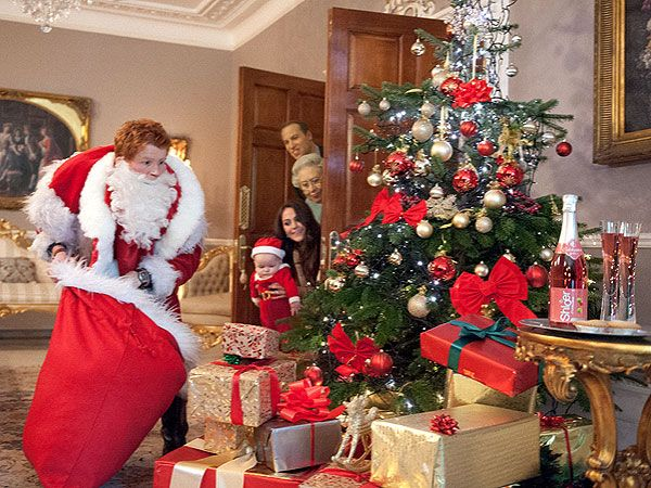 See Prince Georges ADORABLE Christmas Photos
