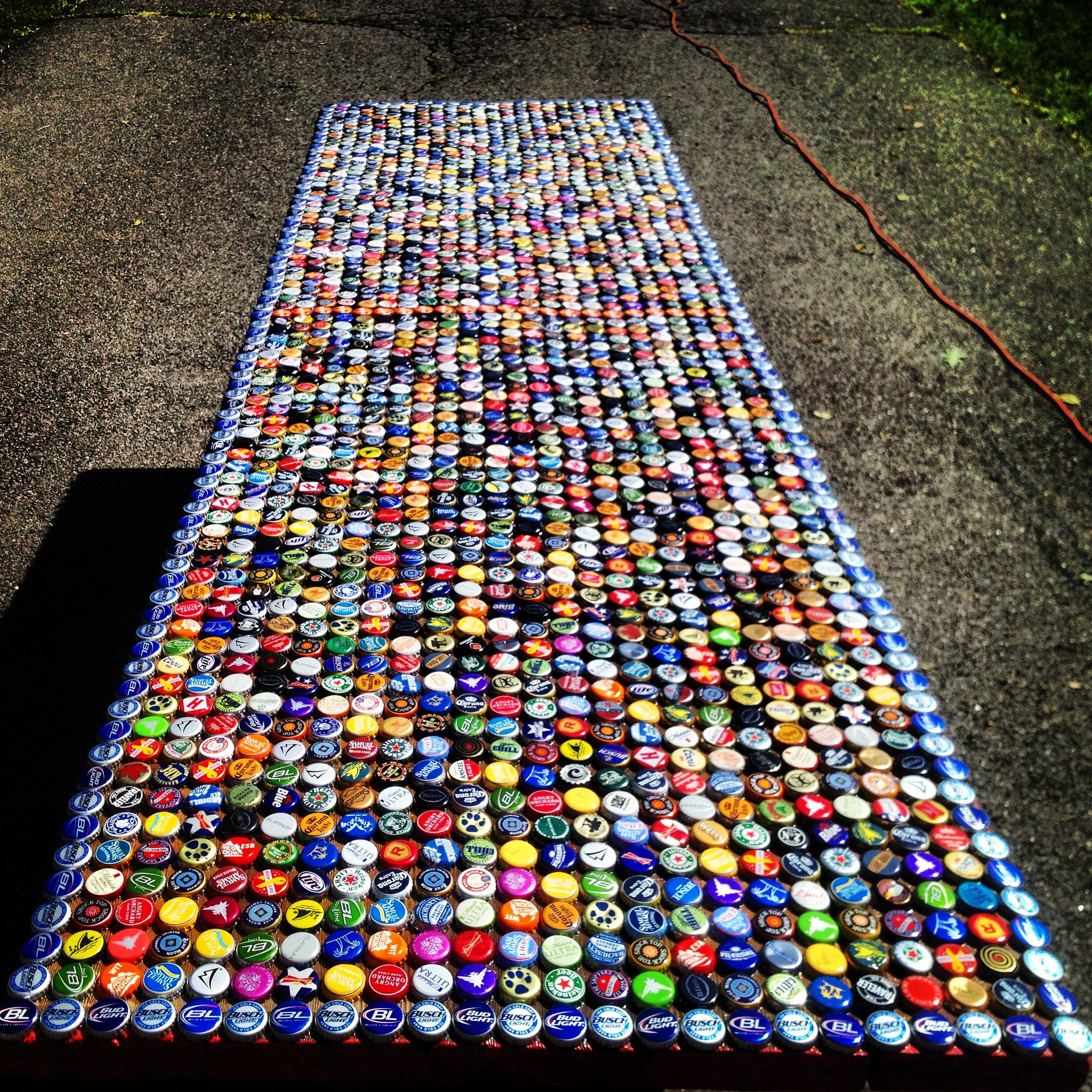Beer bottle cap pong table creativity for Cool beer cap ideas