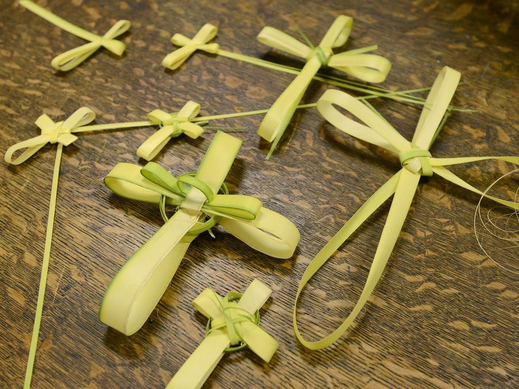 How to Make a Palm Frond Cross