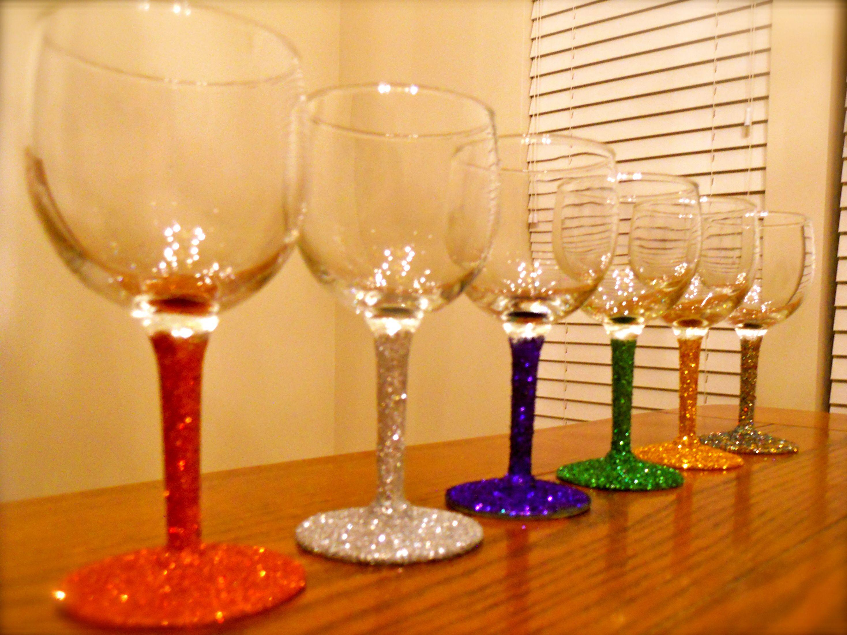 glitter wine glasses super easy decorating drinking. Black Bedroom Furniture Sets. Home Design Ideas