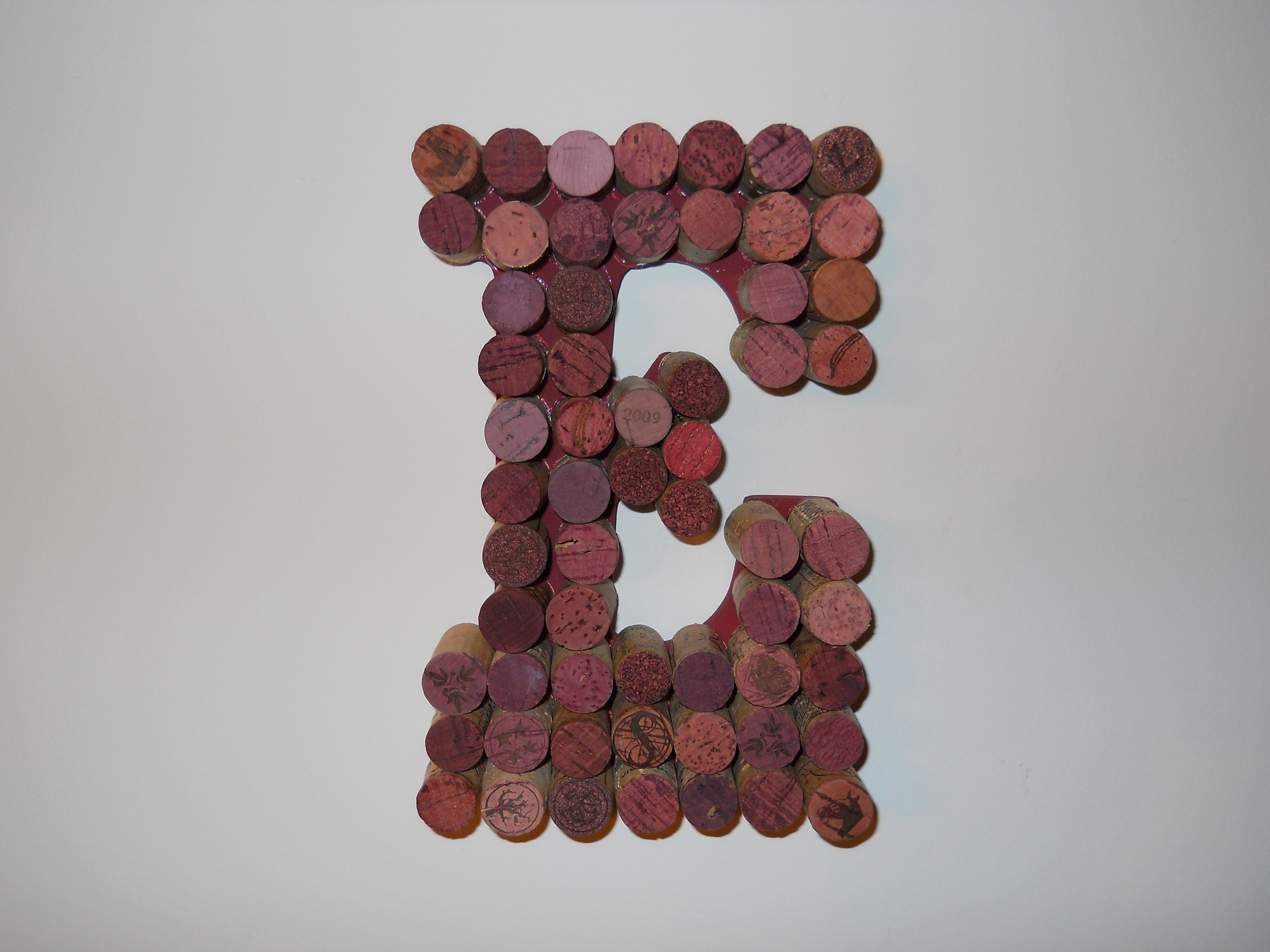 Wine corks craft ideas pinterest for Crafts to make with wine corks