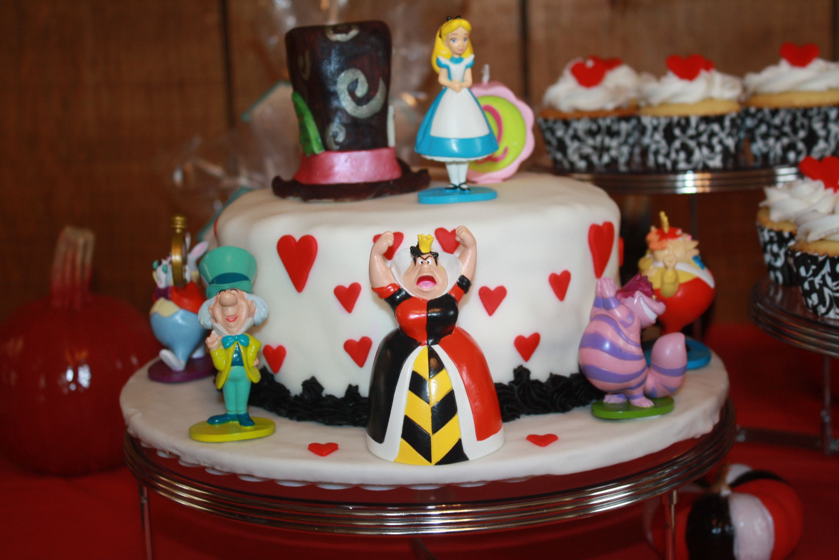 queen of hearts cake  Party Ideas  Pinterest