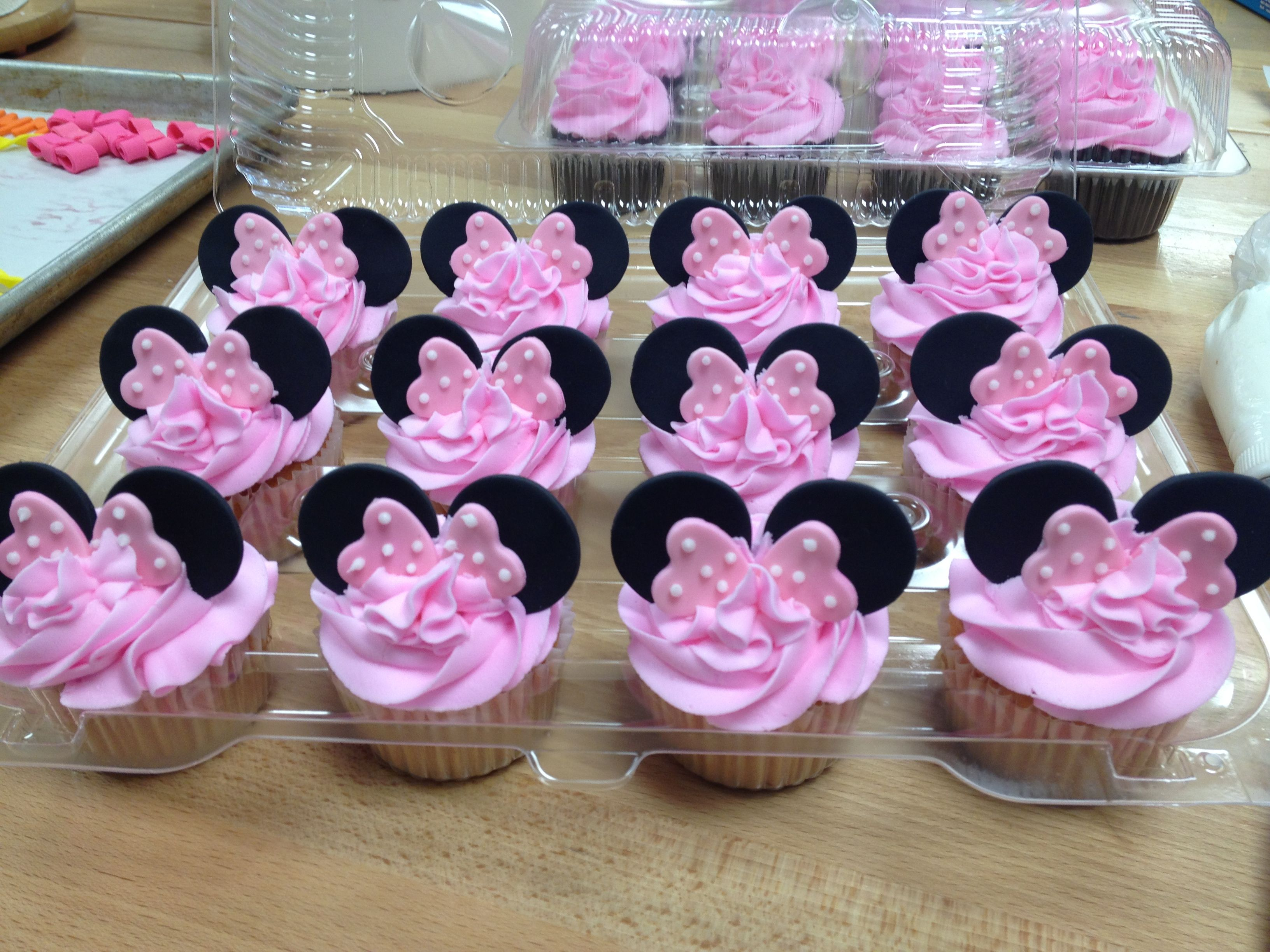 Minnie Mouse cupcakes | Ava | Pinterest