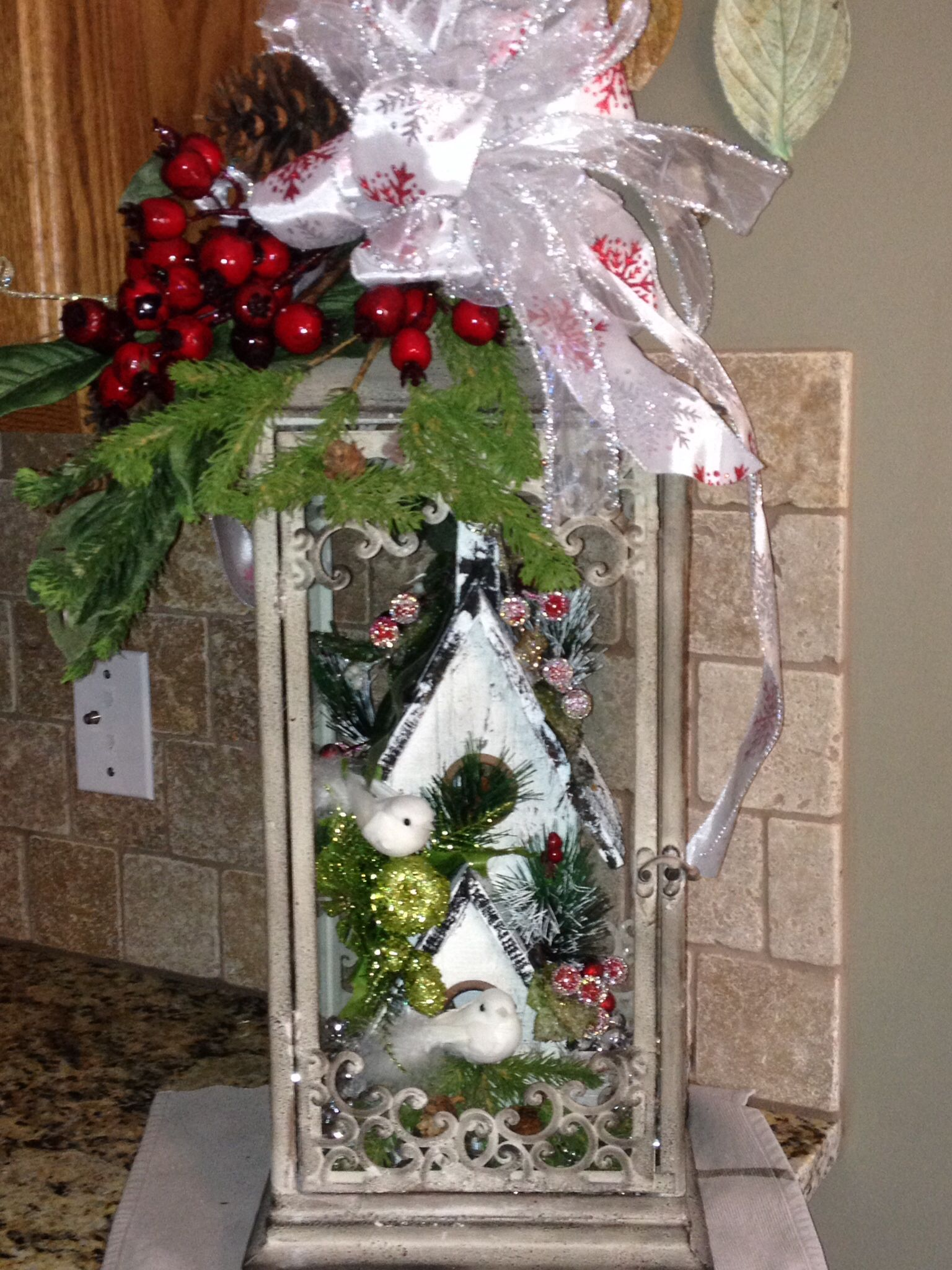 Christmas lantern christmas ideas decorations pinterest for Images of lanterns decorated for christmas