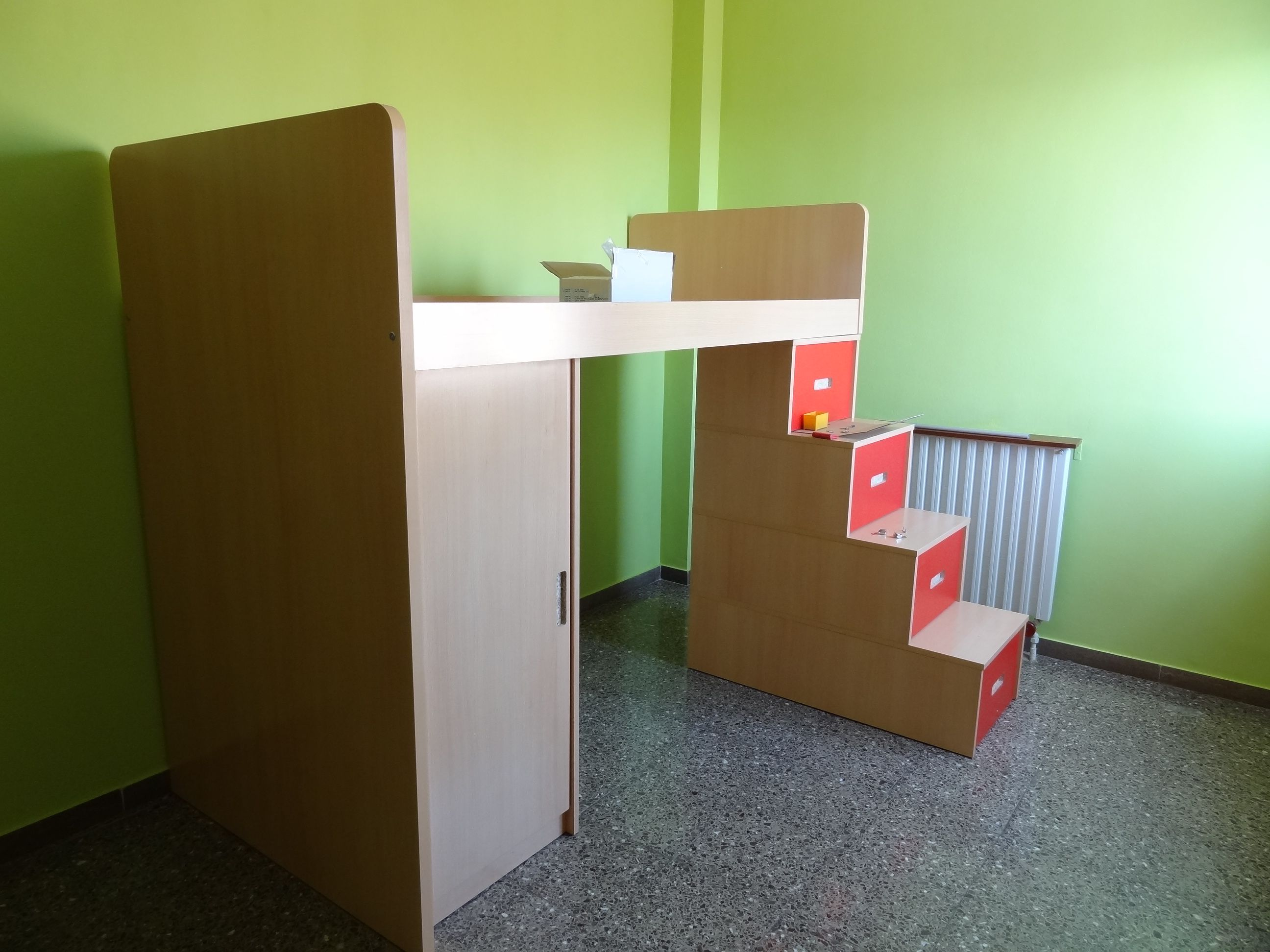 Muebles para dormitorios juveniles peque os caso real de - Camas juveniles barcelona ...