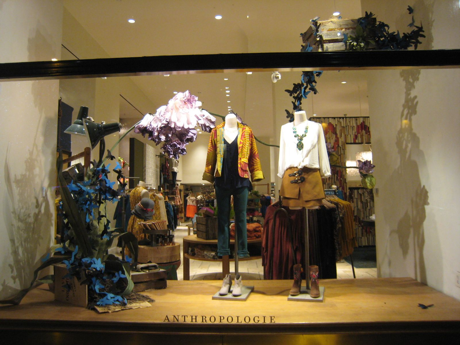It's a coordinated effort that includes marketing, merchandising, store design and visual merchandising. As an essential component of the fashion business, visual merchandising is the tool or language that retailers use to communicate with the customer.