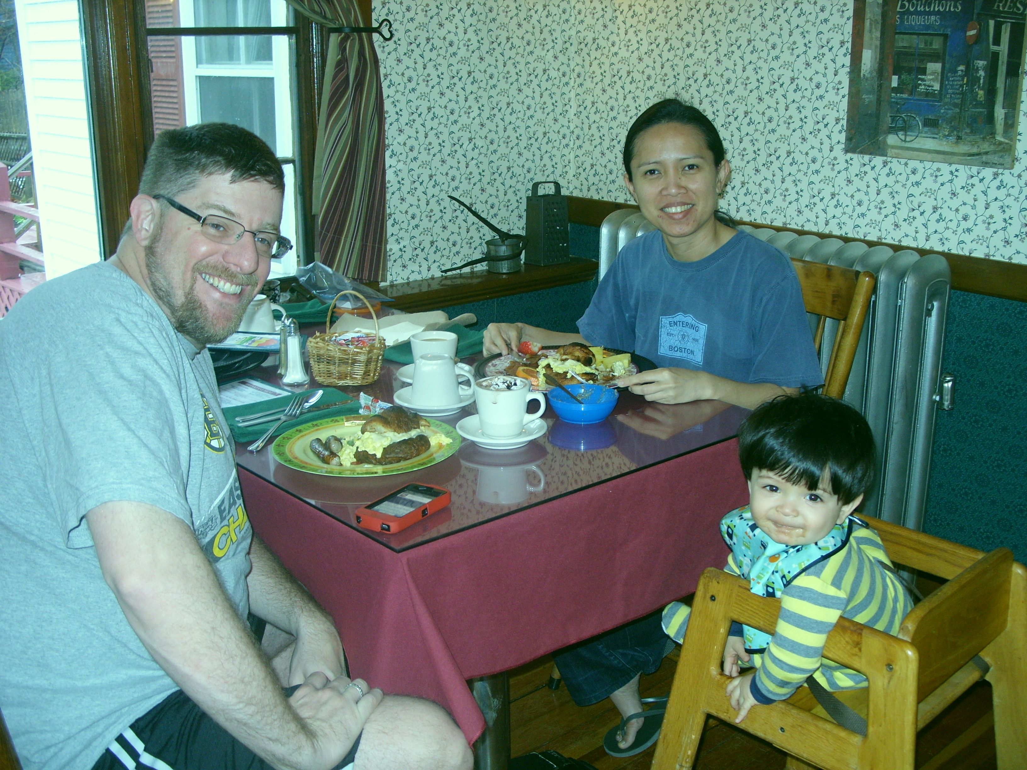 tips to dine out with a young child - guests at breakfast at Cranmore Mountain Lodge