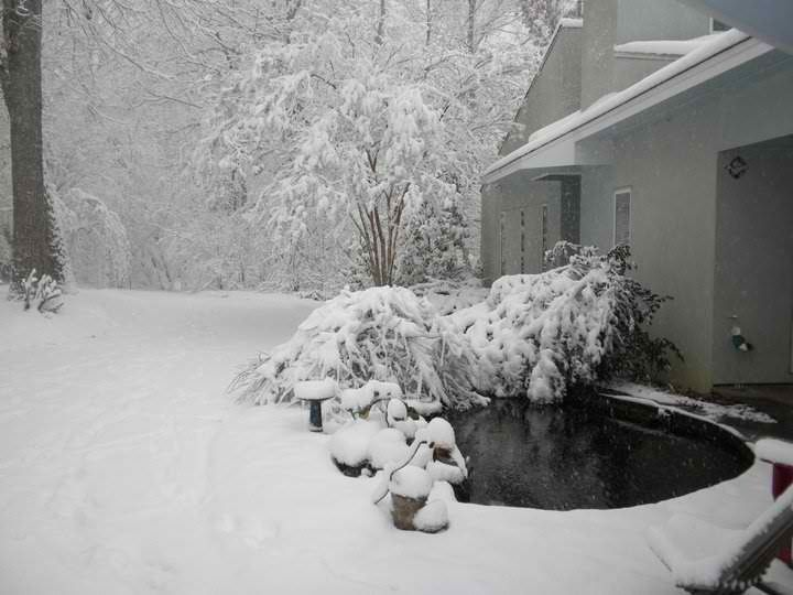 mmmmhmmmm hot tub in the snow is heaven pieces of heaven pinterest. Black Bedroom Furniture Sets. Home Design Ideas