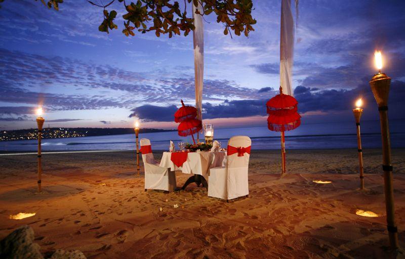 romantic dinner beach romantic scenes pinterest