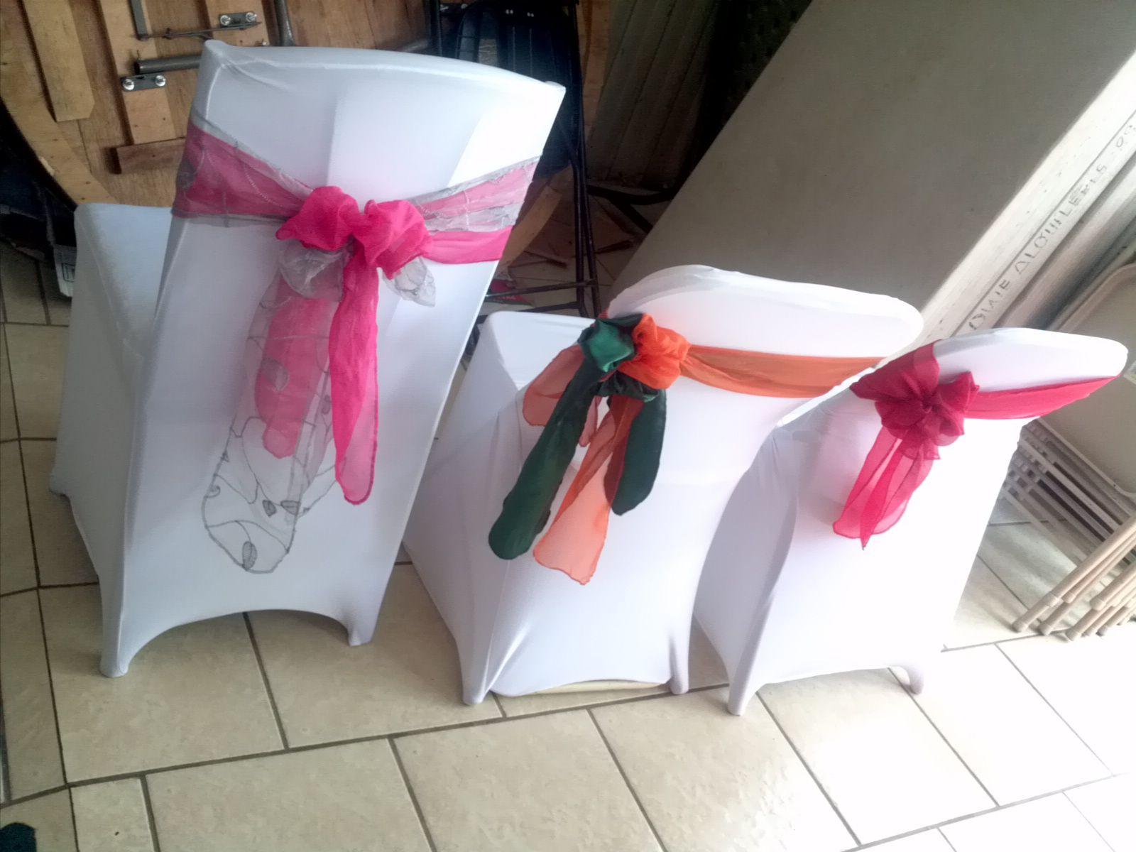 Cobertores para sillas montajes para bodas fiestas y for Sillas para novios