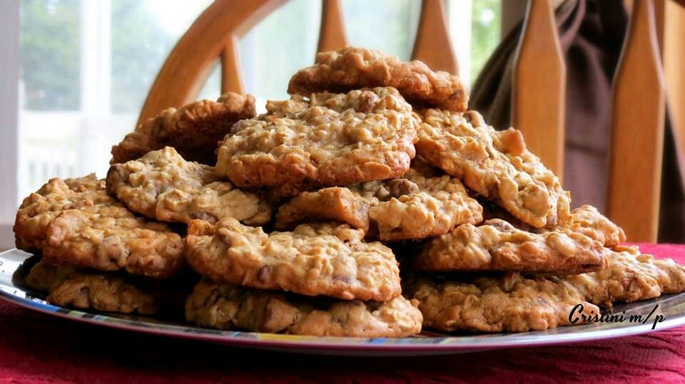 Oatmeal walnut chocolate chip cookies | Stuff to Try | Pinterest