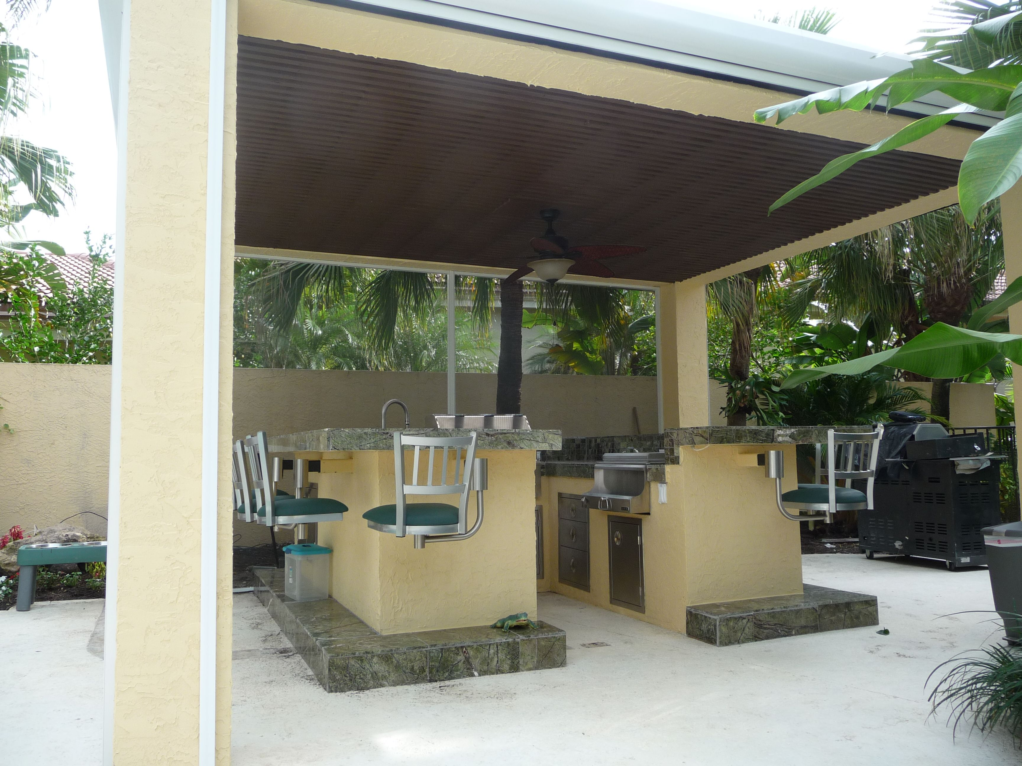 Covered outdoor kitchen outdoor kitchen ideas pinterest for Covered outdoor kitchen ideas