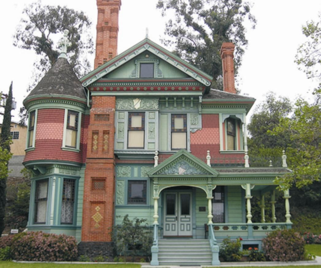 Pin by beti copetti on casas casinhas pinterest for Queen anne victorian house