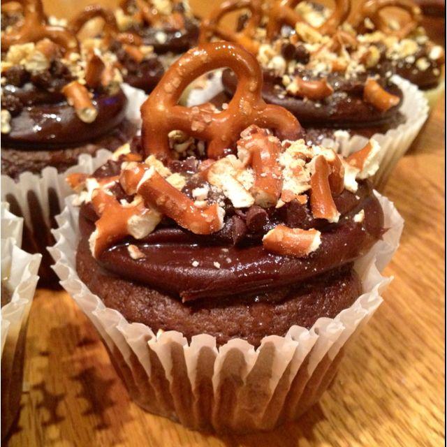 Chocolate pretzel caramel cupcakes :) | Food = GOOD!! | Pinterest