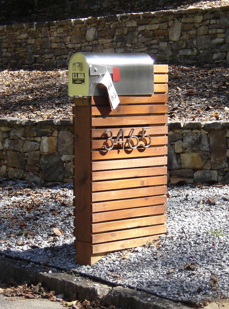 mailbox use pallets bold numbers and have flowers coming out