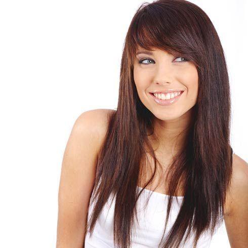 Фото стрижки каскад на длинные волосы с челкой на бок