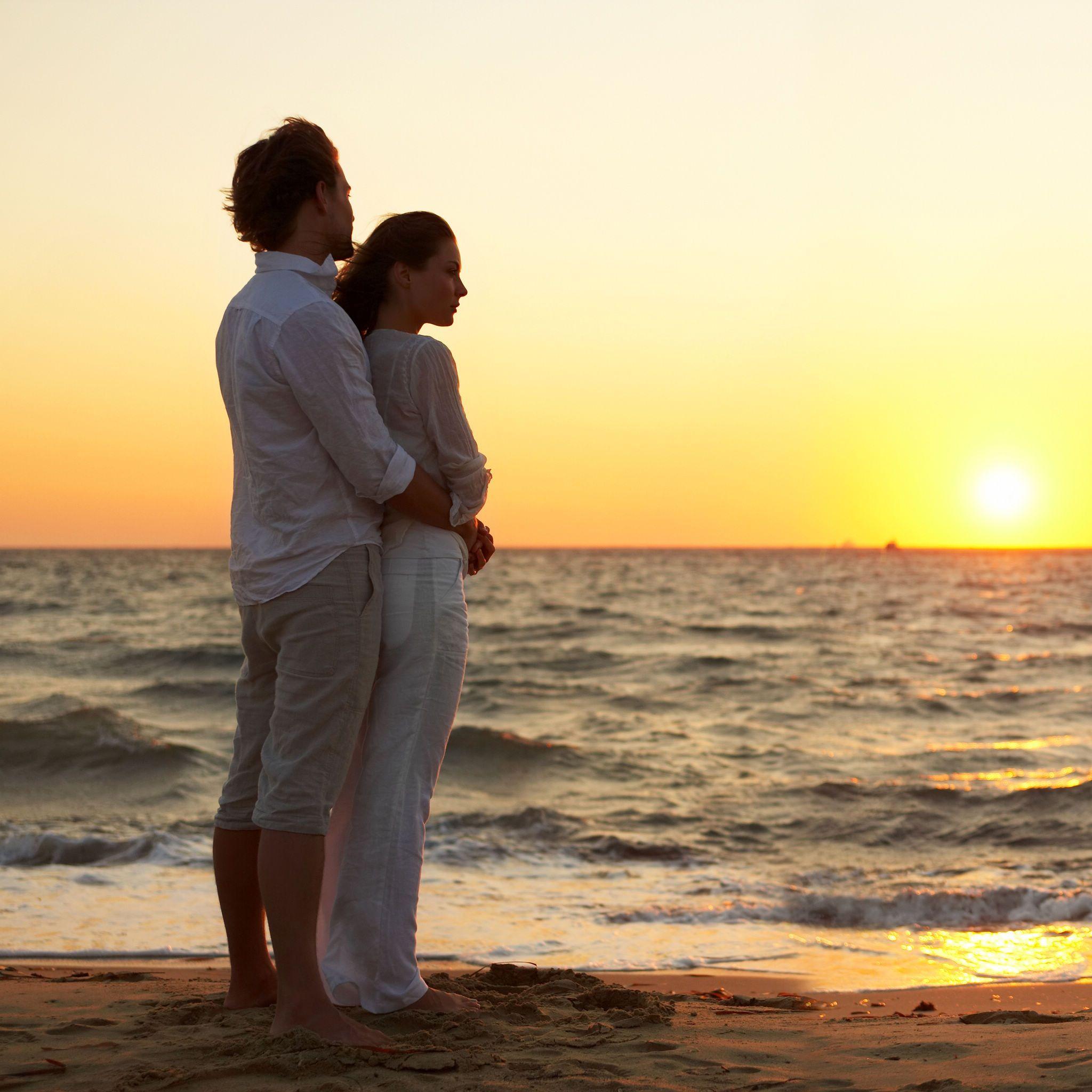 Romantic beach scene always a plus | Plot | Pinterest