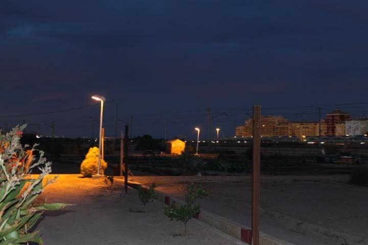 iluminacion-huertos-urbanos-de-noche